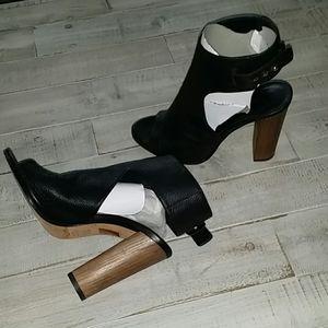 Vince Leather Sandals